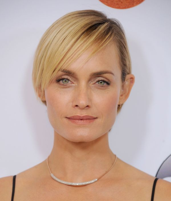 Medium to Short Hairstyles with Bangs 2