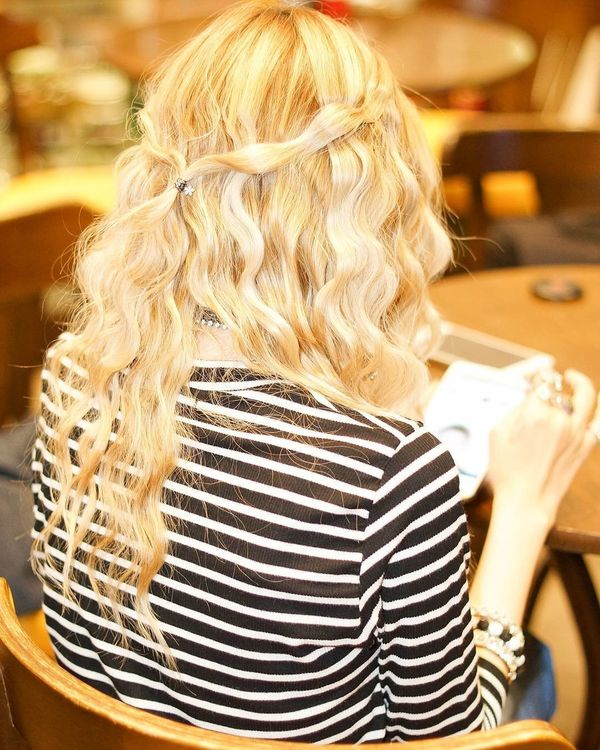 Chic Bohemian Hairstyles with Curls 6