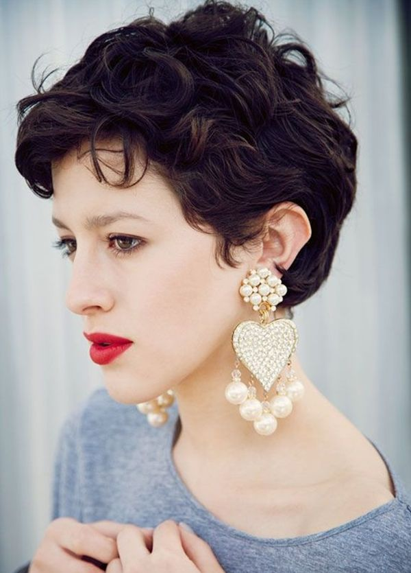 Cute Hairstyles for Ladies with Short Curly Hair 1