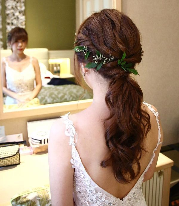 Amazing Half Up Half Down Wedding Hairstyles For Long Hair13