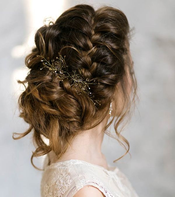 Cute Formal Wedding Styles For Women With Long Hair 3