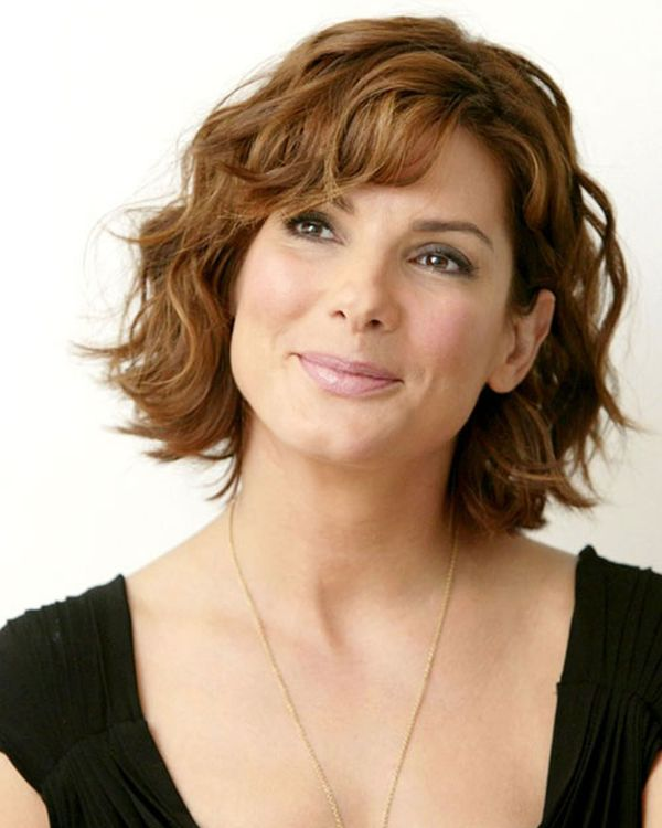 Beautiful hairstyles for short brown wavy hair 4
