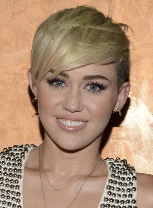 Ideas of short straight hair with bangs 3