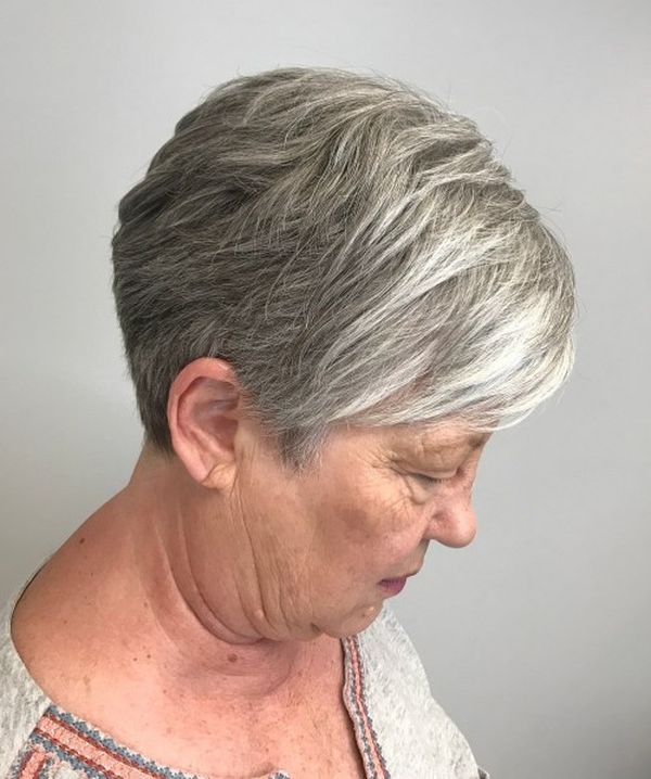 The Best Hairstyles for a 70-Year-Old Woman 1